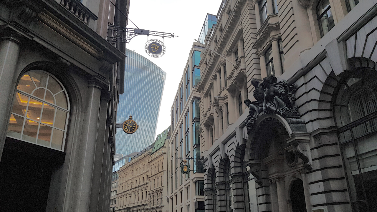 Why Walking in London is The Best Way to Explore Its Past